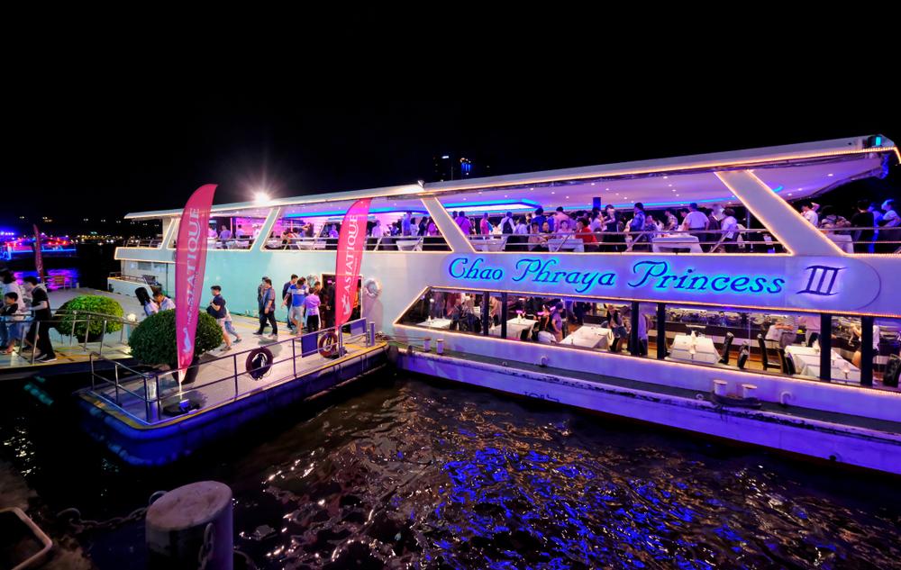 dinner cruise at Chao Phraya River